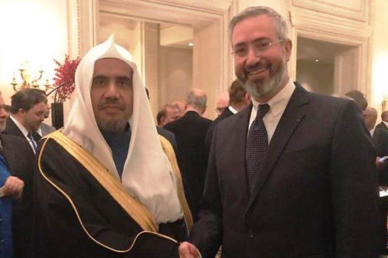 המזכיר הכללי של סעודיה ושגרירה בצרפת ביקרו בבית כנסת