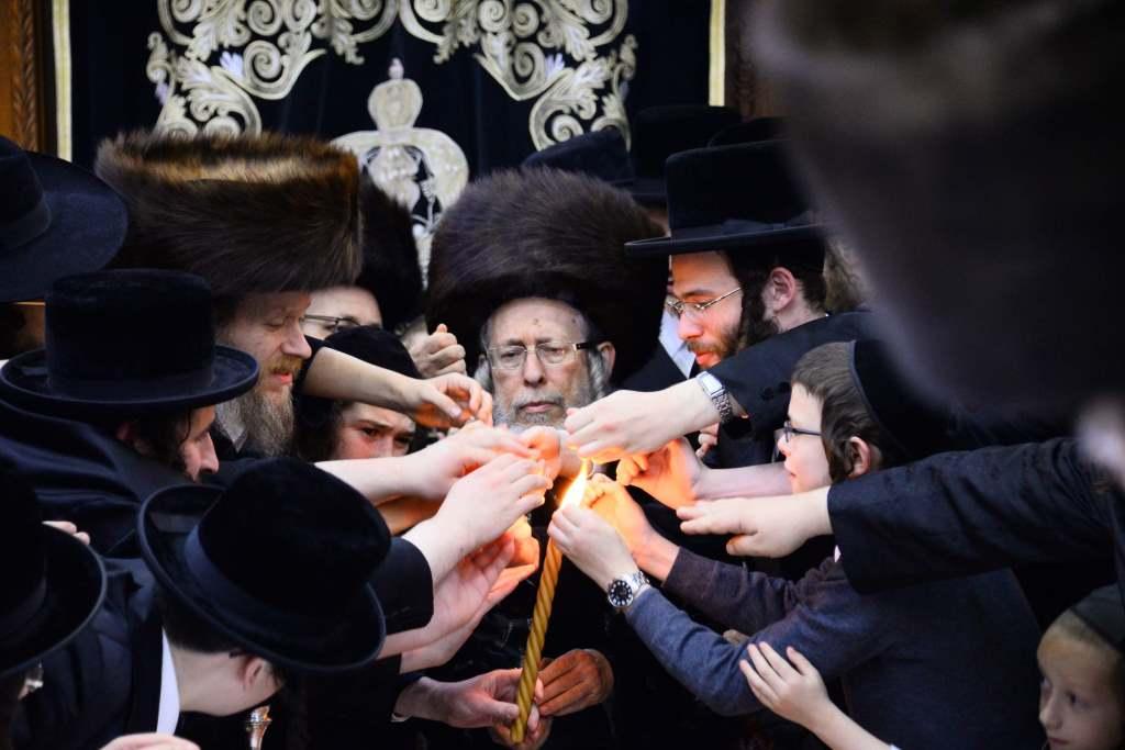 הרבי מירושלים הגיע לבני ברק והכתיר את בנו
