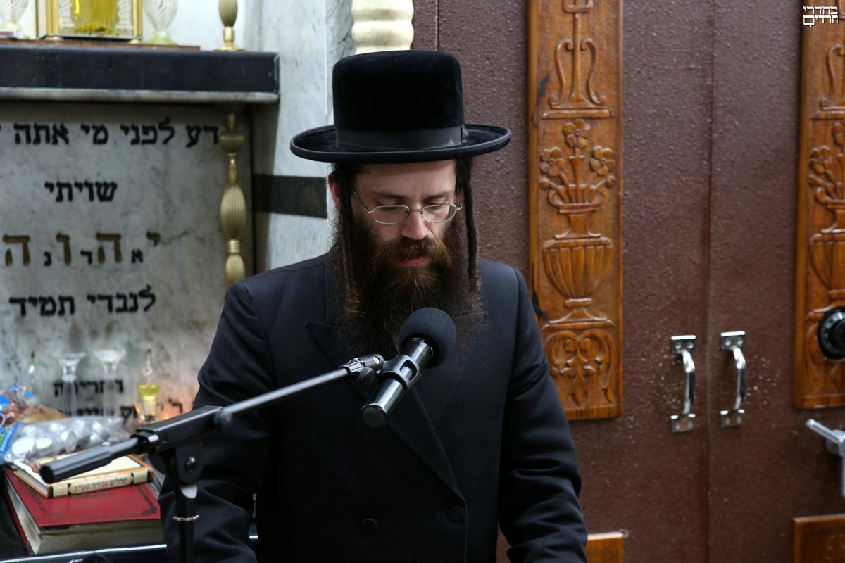 """לוויה בזידיטשוב ספינקא: בן ה-31 הוכתר לאדמו""""ר"""