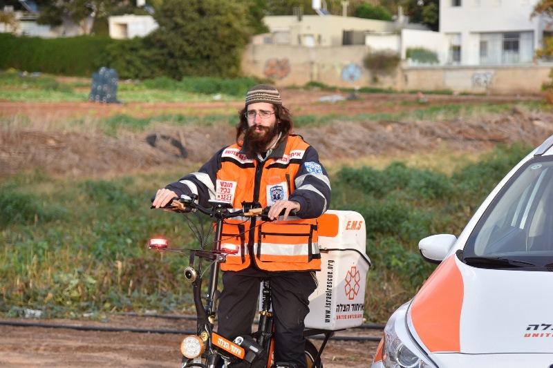 המתנדב שהציל 300 איש ב-4 שנים עם אופניים