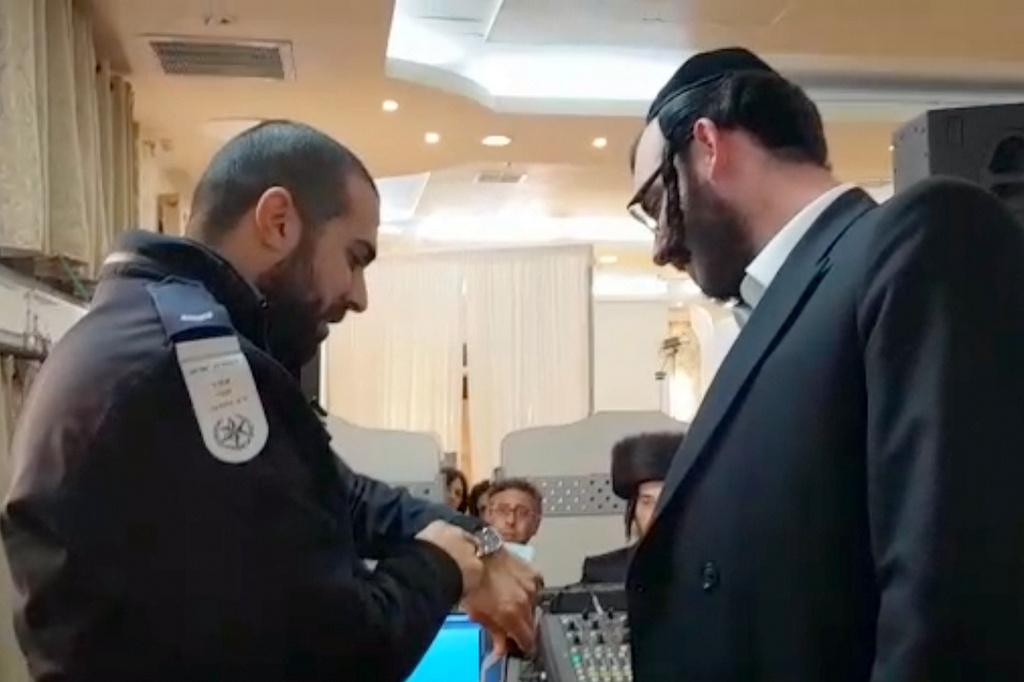 באמצע החתונה: המשטרה קנסה את התזמורת • צפו
