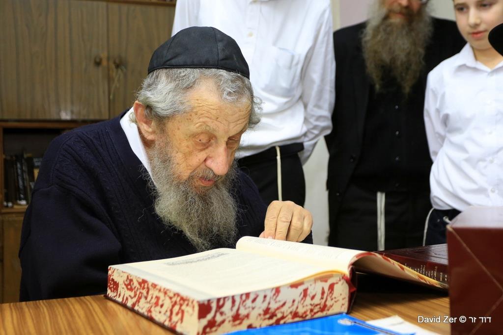 הרבנים הביאו לגדולי ישראל את מסכת מקוואות המפורשת • גלריה