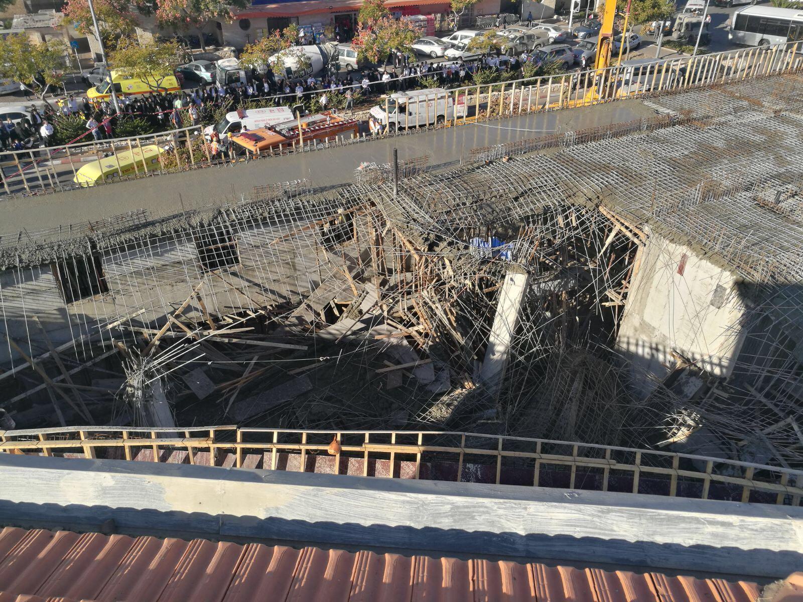 ביתר עילית: נפגעים ולכודים בקריסת חלק ממבנה