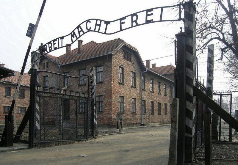 12 אנשים הורשעו בביזוי קדושי אושוויץ