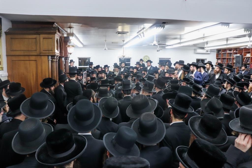 דרכי קארלסבורג אבלות: צפו בהלווית הרבנית בבורו פארק