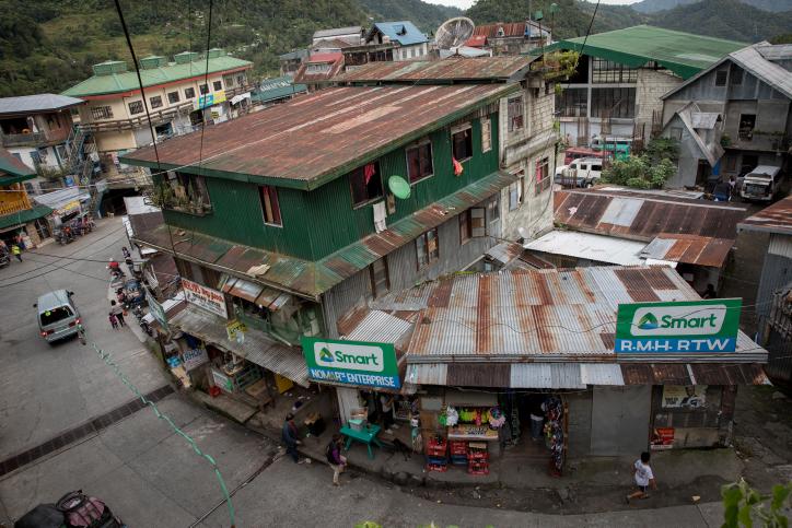 המסע נמשך: הבתים והשדות בעיירה הפיליפינית