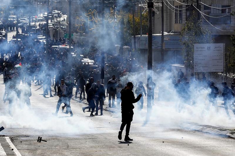 77 עצורים • צפו בהפרות הסדר של הפלסטינים