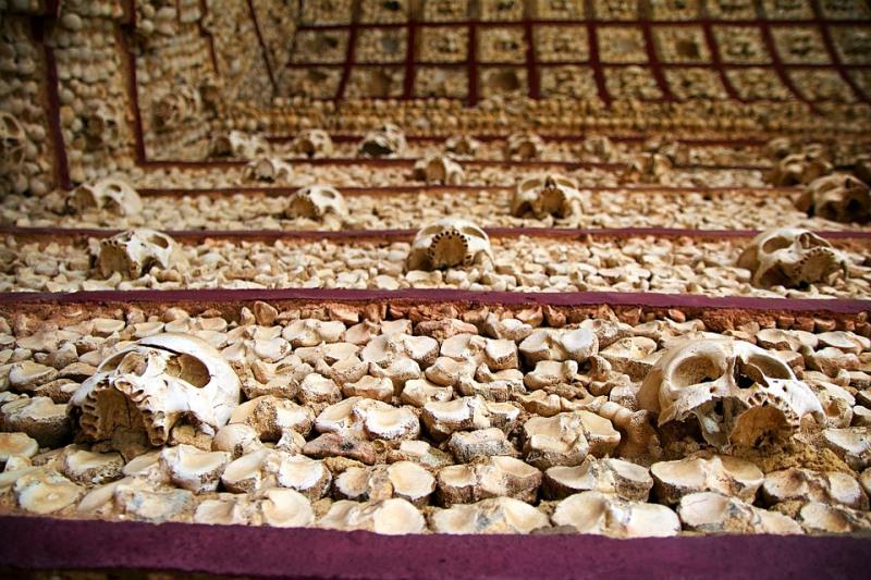 הרסו קברי יהודים וזרקו את עצמותיהם - לטובת חניה
