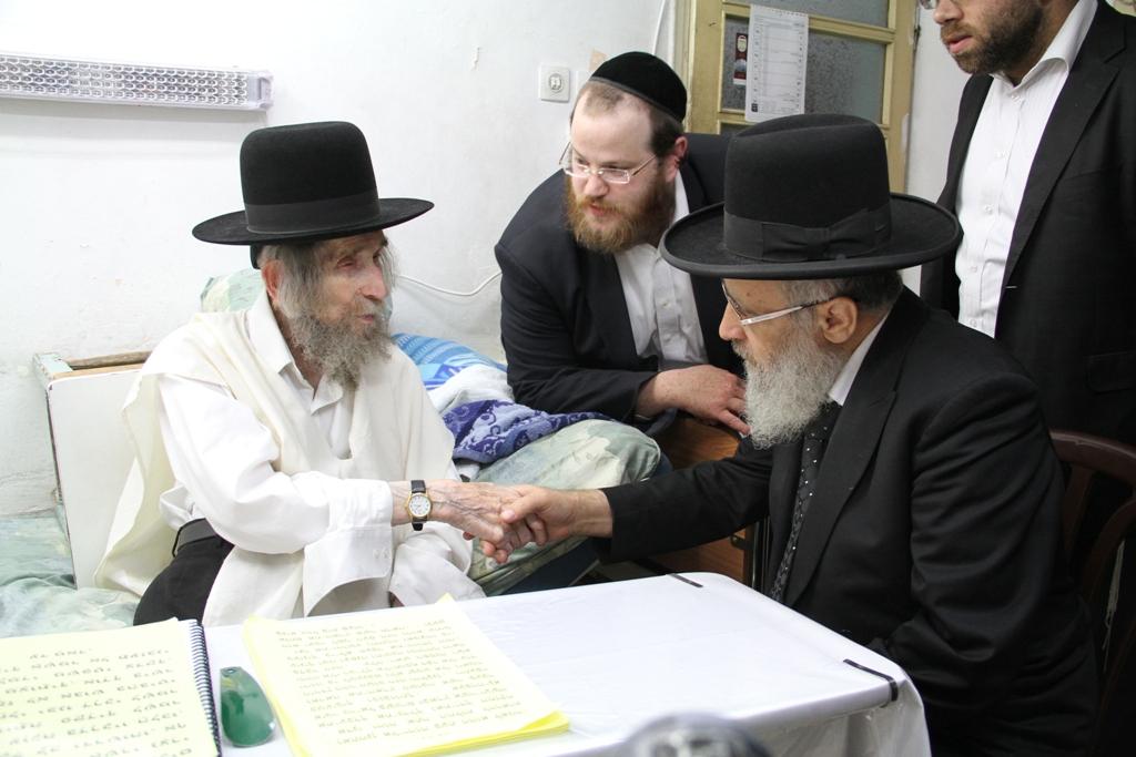 """הרבנים הראשיים ספדו: """"בזכותו נמנע פילוג"""""""