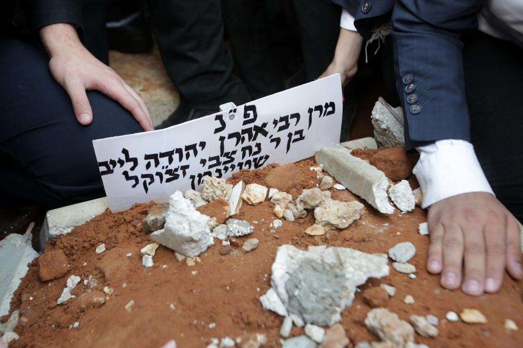 נסתם הגולל: הרבבות ליוו את רבן של ישראל