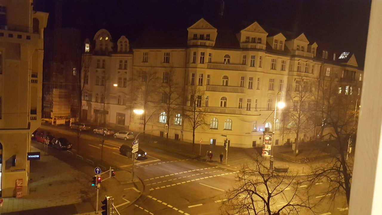 """גרמניה: ההדלקה מול ביתו של היטלר ימ""""ש"""