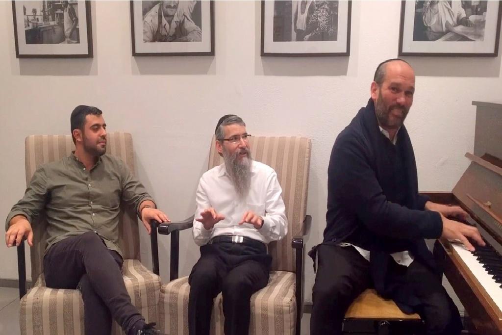 פריד, רזאל וריבו פיזזו בסלון: 'על הניסים' • צפו