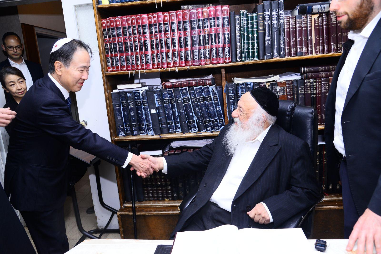 שגריר יפן בישראל בביקור חג בבני ברק • תיעוד