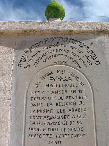 צפו: הפרשת חלה בקבר של הצדקת במרוקו