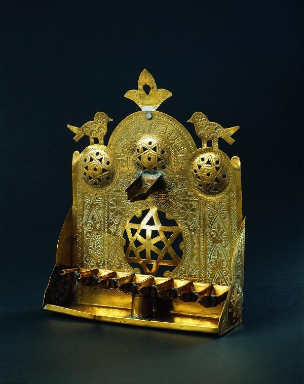 חנוכה במוזיאון ישראל: באוסף המוזיאון כאלף חנוכיות
