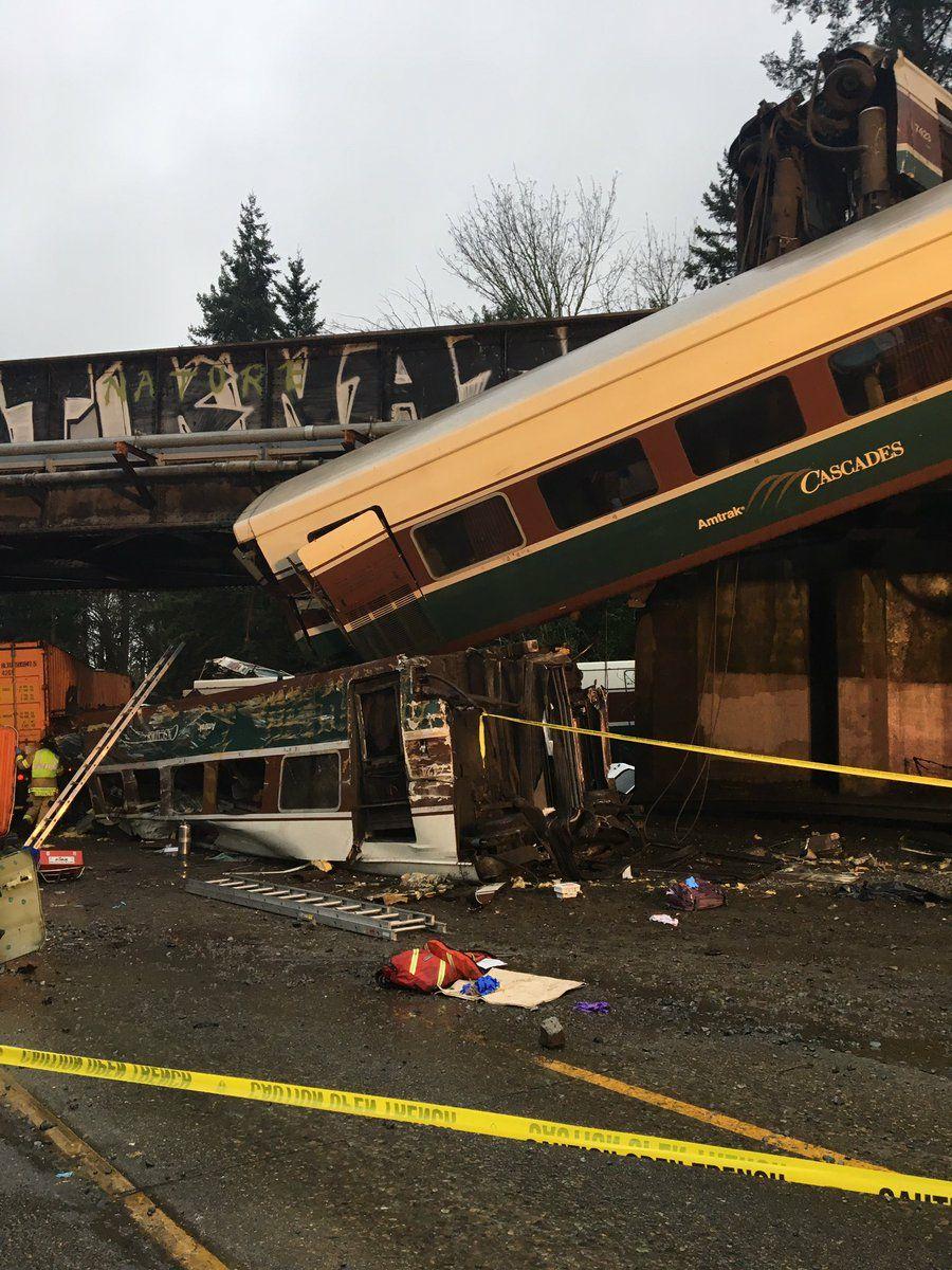 אסון רב נפגעים בסיאטל: רכבת ירדה מהפסים