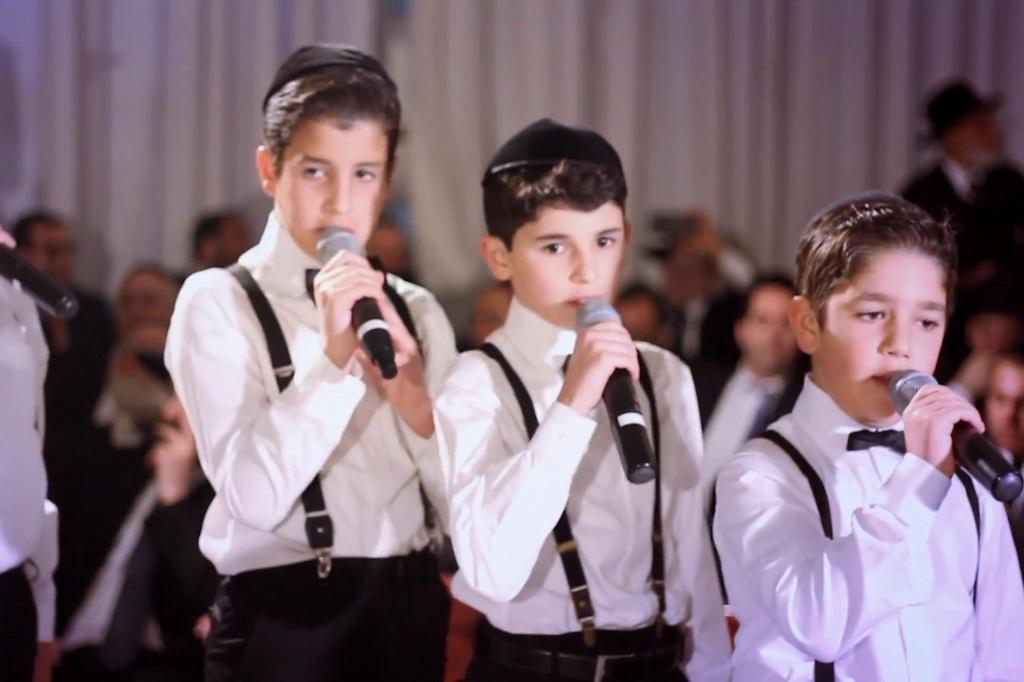 ילדי משפחת אזן מרגשים בקליפ: