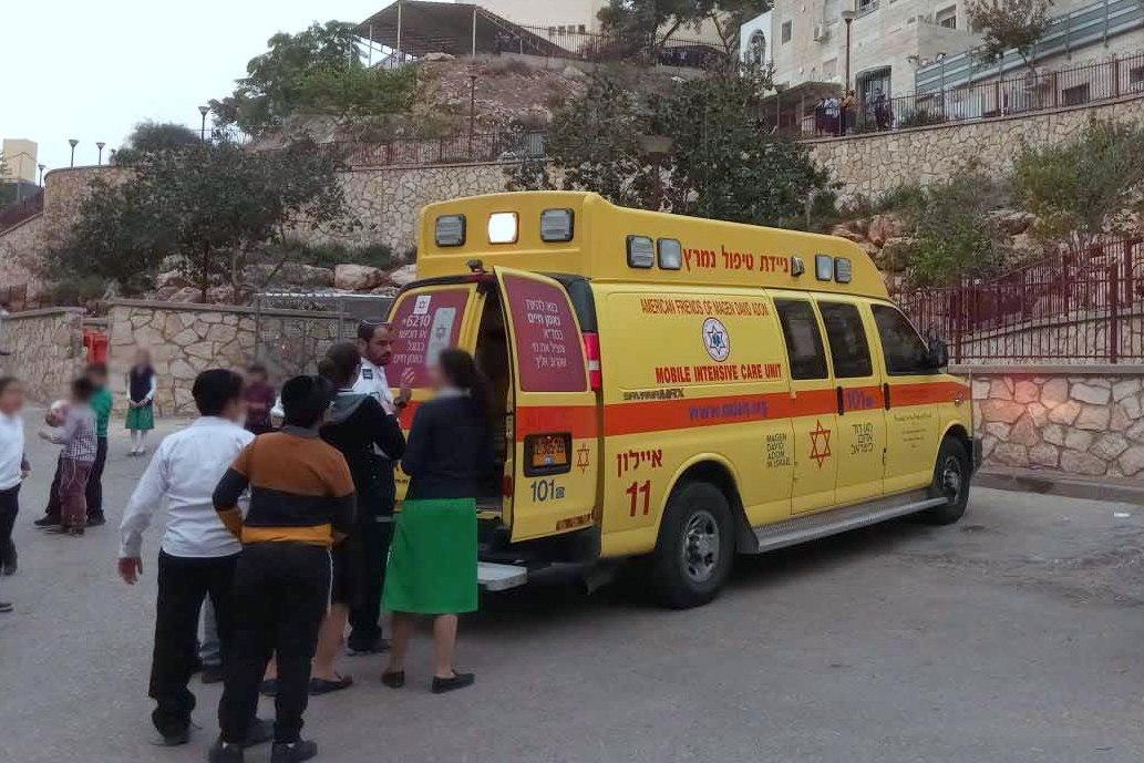 בתוך שעה: 2 ילדים חרדים נפלו מגובה ונפצעו בינוני