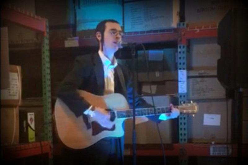 לאחר ההחלטה על השחרור: הזמר החרדי מודה לטראמפ • צפו