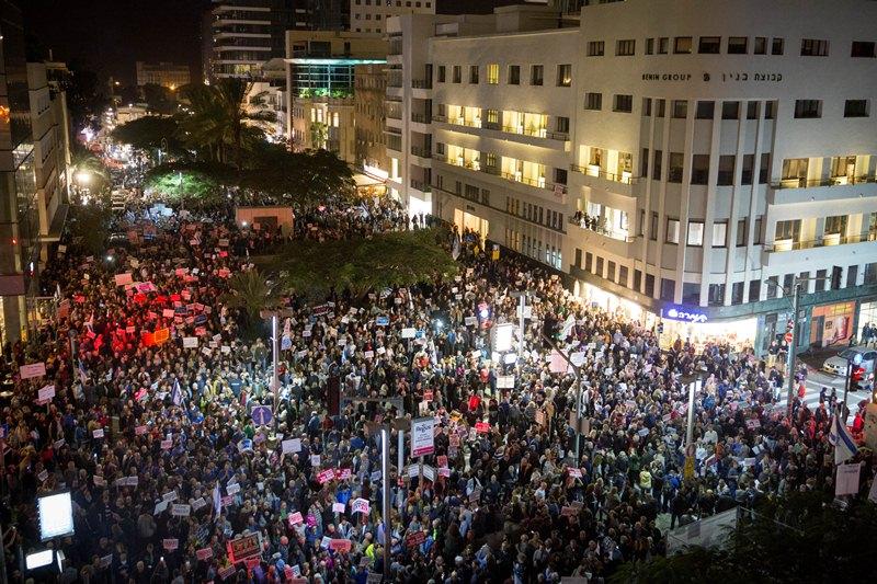 """הפגנות ב-3 מוקדים: לראשונה """"הפגנה בעד שלטון החוק"""" בירושלים"""