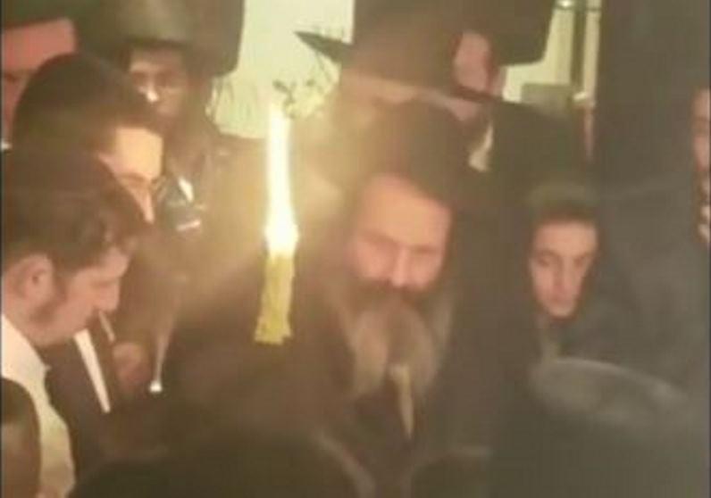 צפו: שלום מרדכי בהבדלה ראשונה מזה 8 שנים