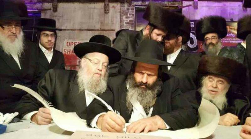 צפו: רובשקין כותב אות בספר התורה