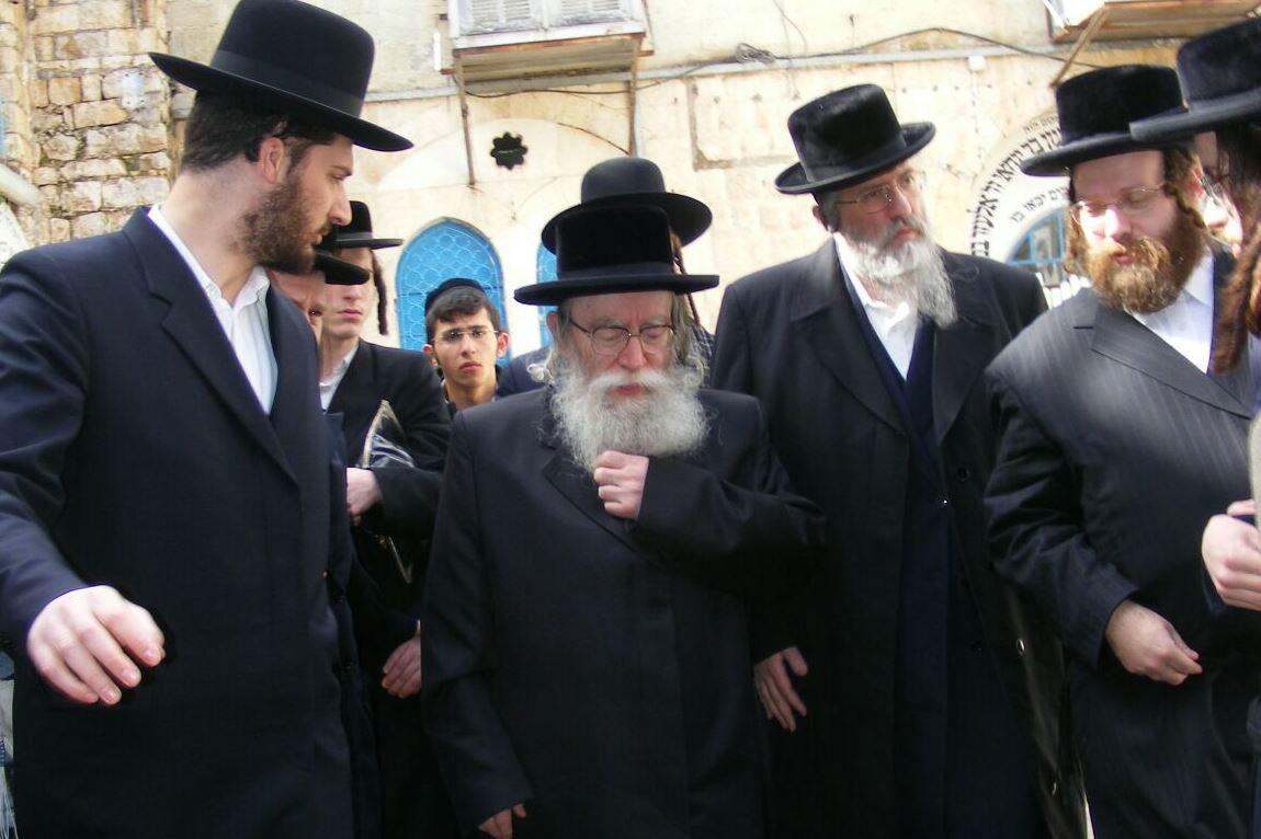 הרבי מפשעווארסק נחת בישראל לביקור בזק