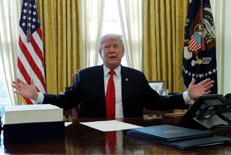 טראמפ: כולם רוצים חתיכה מהחדר הסגלגל