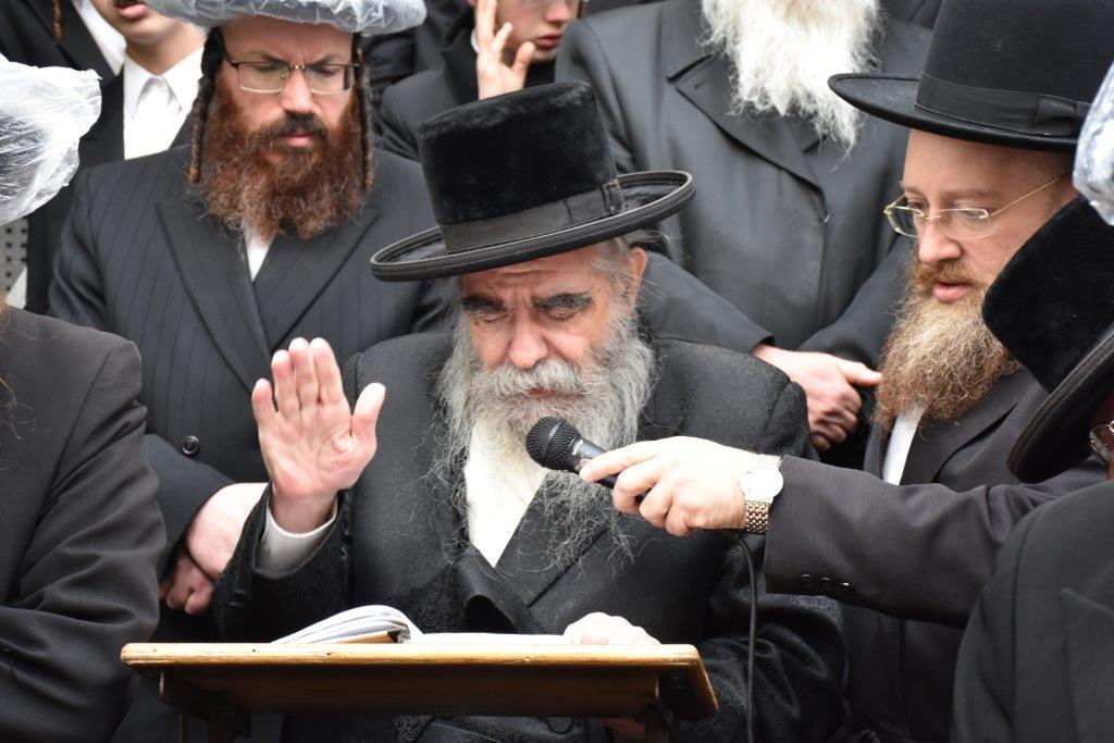 מסרה נפשה לתורה: תיעוד מהלויית הרבנית פינטר