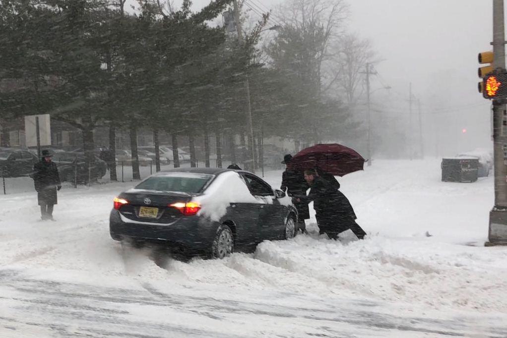 צפו: המחוקק האמריקני האשים את היהודים בשלג - והתנצל