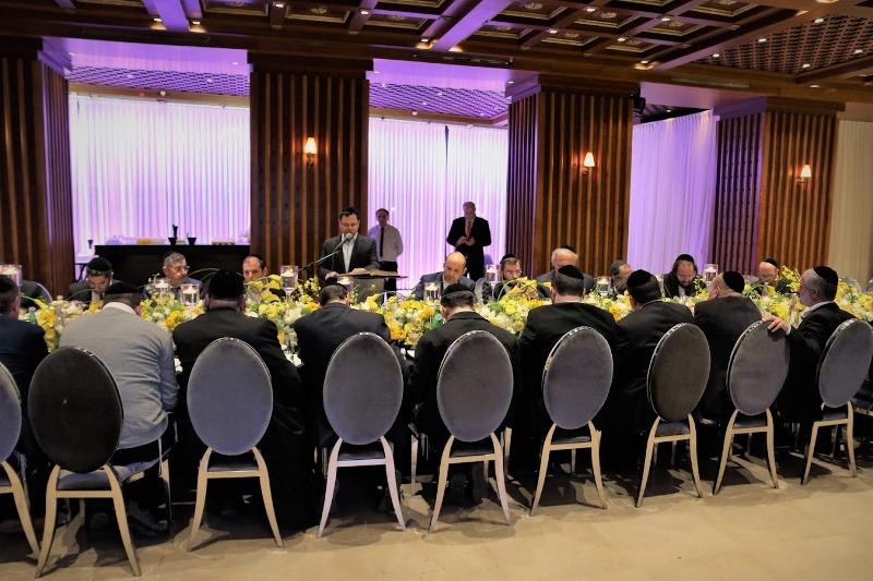צפו: השר והבכירים במפגש סגור; בלי לפיד