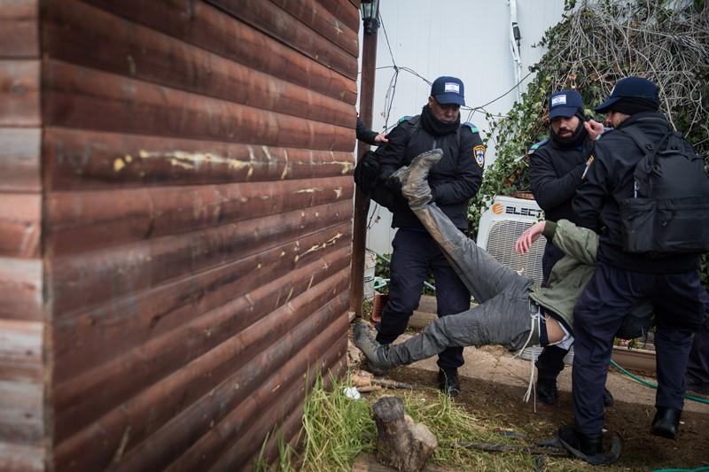 הטרדה ועיכוב שווא: המשטרה תפצה קטין והוריו