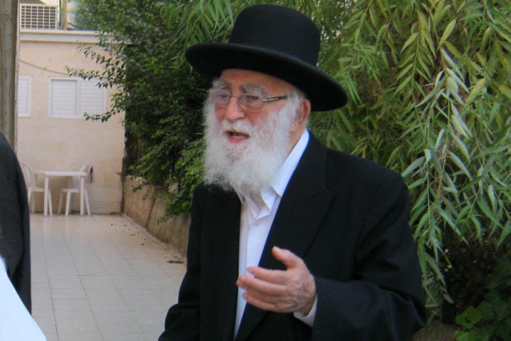 פטירת זקן הרבנים: על בני הישיבות להשתתף