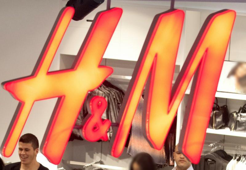 בעקבות מהומות: רשת H&M סגרה סניפים