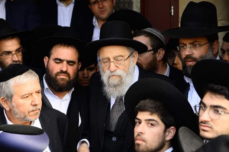 תיעוד דומע: אלפים ליוו את זקן הרבנים למנוחות