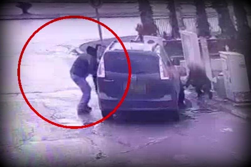 צפו: עצר למלא אוויר בצמיגים ורכבו נגנב