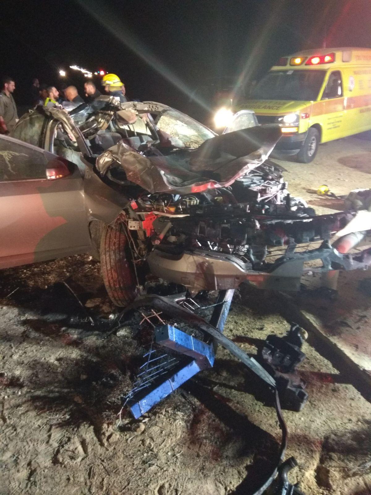 """תאונה קשה בנגב: """"גמל ורכב מעוך לחלוטין"""""""