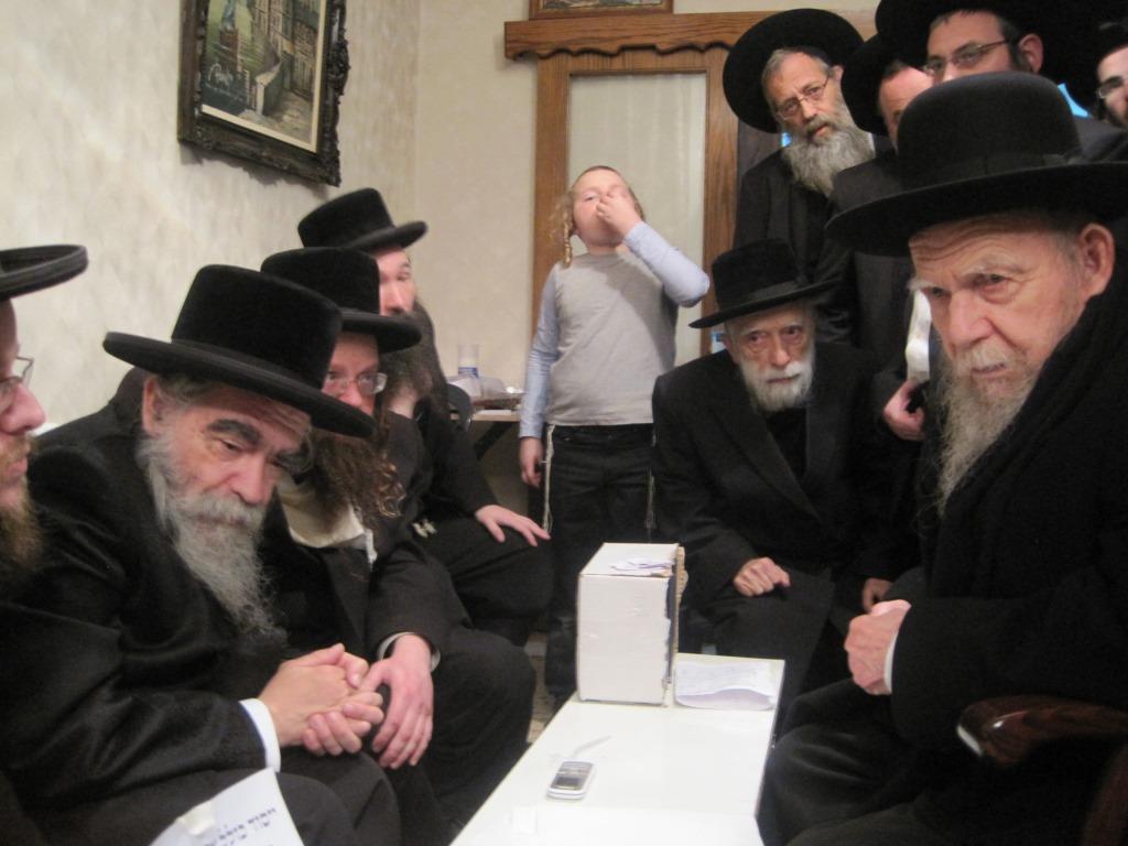 """המקום ינחם: גדולי ישראל עלו לנחם את אב""""ד ביקאווסק"""