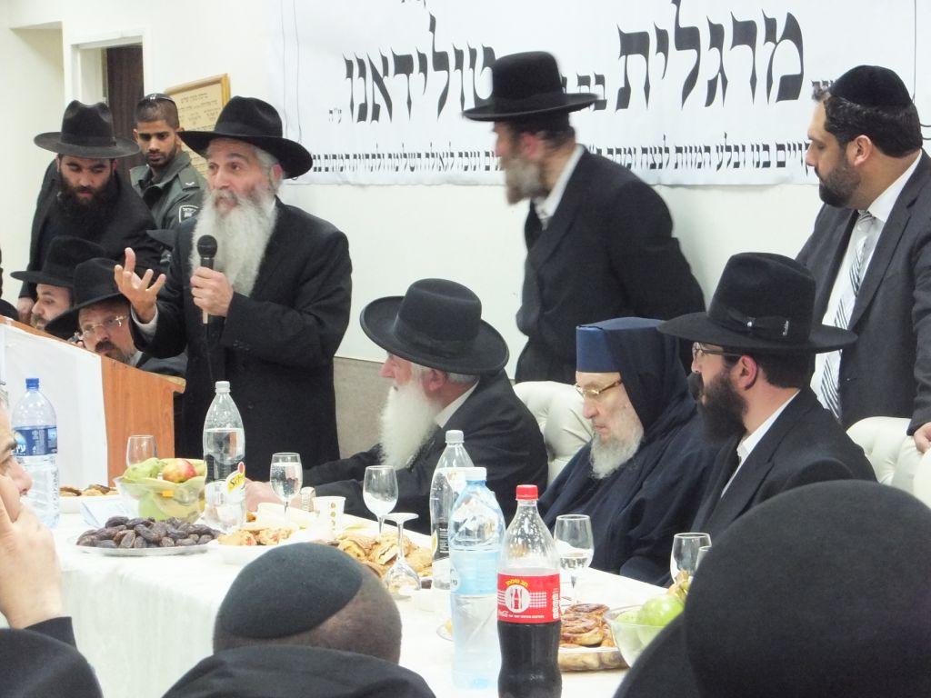 צפו: הרבנים הראשיים בעצרת לרבנית טולידאנו