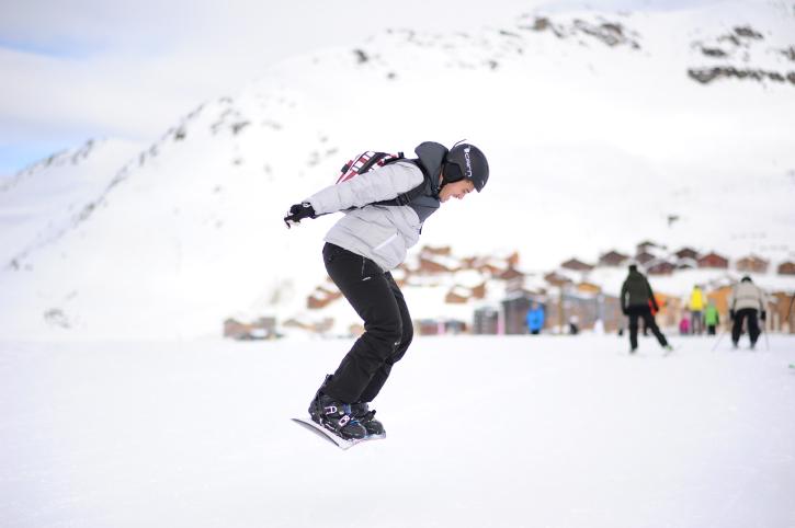 המוזיקאים והמפיקים גלשו בעיירת הסקי המרהיבה
