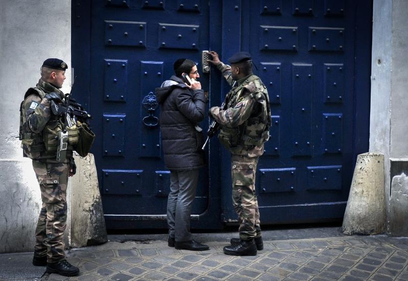 אנטישמיות באנטוורפן: מוסלמי עקר מזוזות
