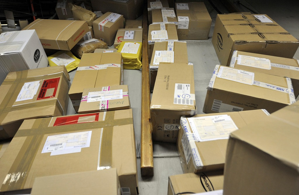 הגנב פתח חבילות דואר של חרדים - והופתע • צפו