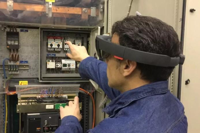 חברת החשמל תצייד את הטכנאים במשקפיים חכמים