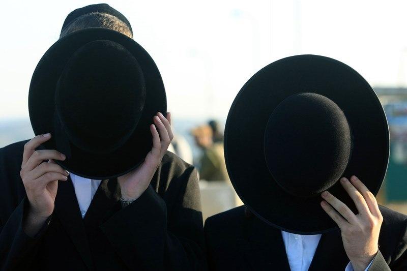 פרשת הכובעים שנחשפה ב