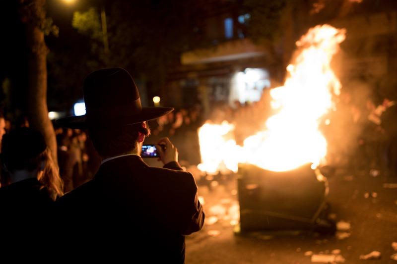 ירושלים בערה: עשרות הבעירו פחים וחסמו את ״כיכר השבת״ • תיעוד