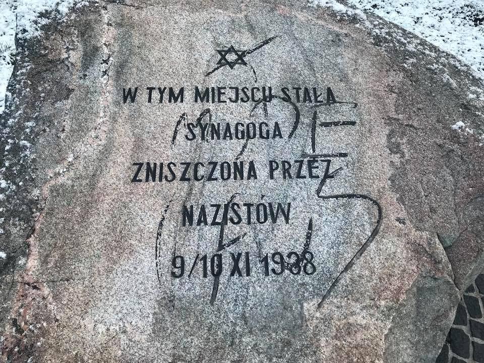אפקט החוק הפולני? כתובות נאצה נגד יהודים