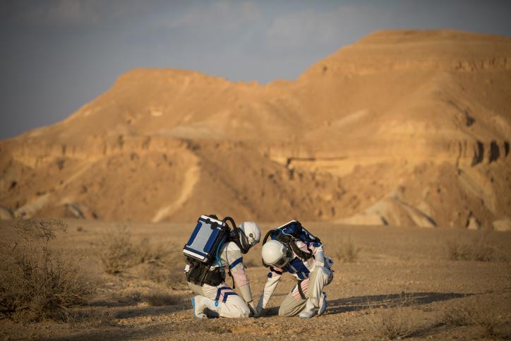 המאדים קפץ לביקור במצפה רמון • מרהיב