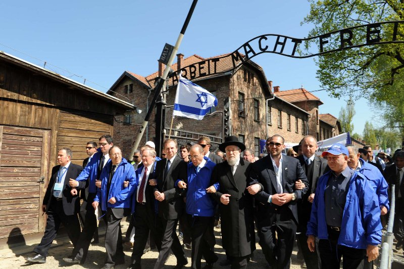חוק השואה: קריאות לבטל את המסעות למחנות ההשמדה בפולין