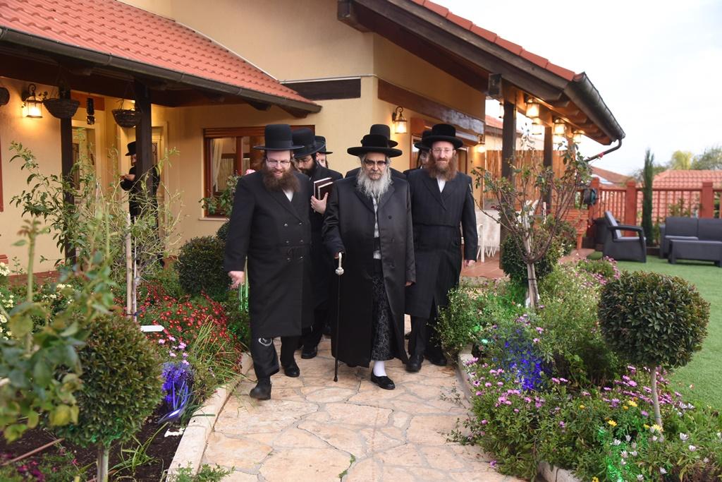 """מנתב""""ג לצפת: הרבי מסאטמר בביקור בזק בישראל • תיעוד ראשון"""