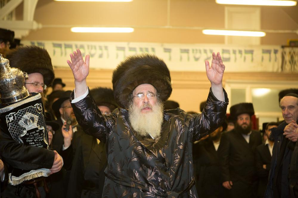 תושבי לונדון יצאו לרחוב לחגוג עם הרבי שהגיע מישראל